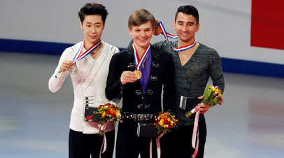 Михаил Коляда (в центре) во время награждения. Второе место занял китаец Боян Цзинь и третье место Макс Аарон из США