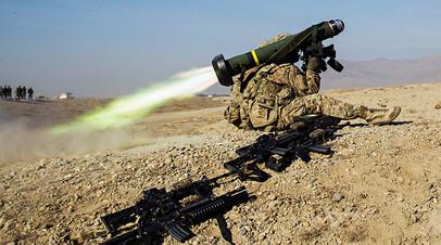 Американский военнослужащий с переносным противотанковым ракетным комплексом Javelin