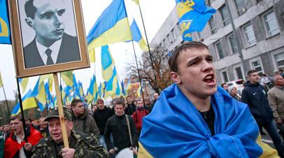 Украинские националисты во время митинга в центре Киева