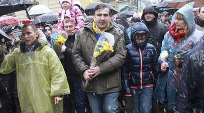 Михаил Саакашвили со своими сторонниками в центре Киева