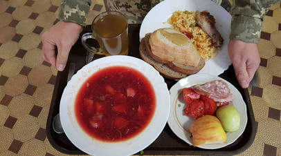 Обед украинского военнослужащего в части, переведённой на новую систему питания