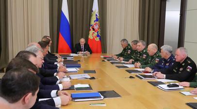 Владимир Путин с руководством министерства обороны РФ