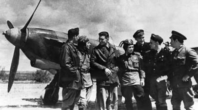 Советские лётчики и французские пилоты эскадрильи «Нормандия-Неман» в районе Курской дуги