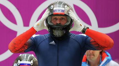 Александр Зубков на старте в третьем заезде четвёрок на соревнованиях по бобслею среди мужчин на XXII зимних Олимпийских играх в Сочи