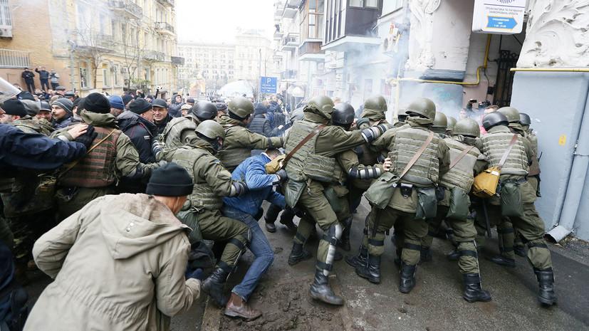 Рукопашная демократия: как сторонники Саакашвили отбили политика у СБУ и устроили митинг в Киеве