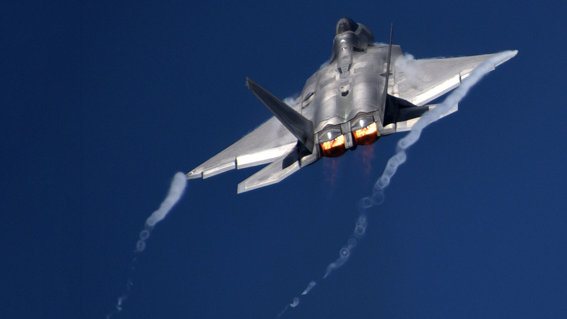 «Создавал помехи»: в Минобороны РФ опровергли заявления о перехвате американским F-22 российских Су-25