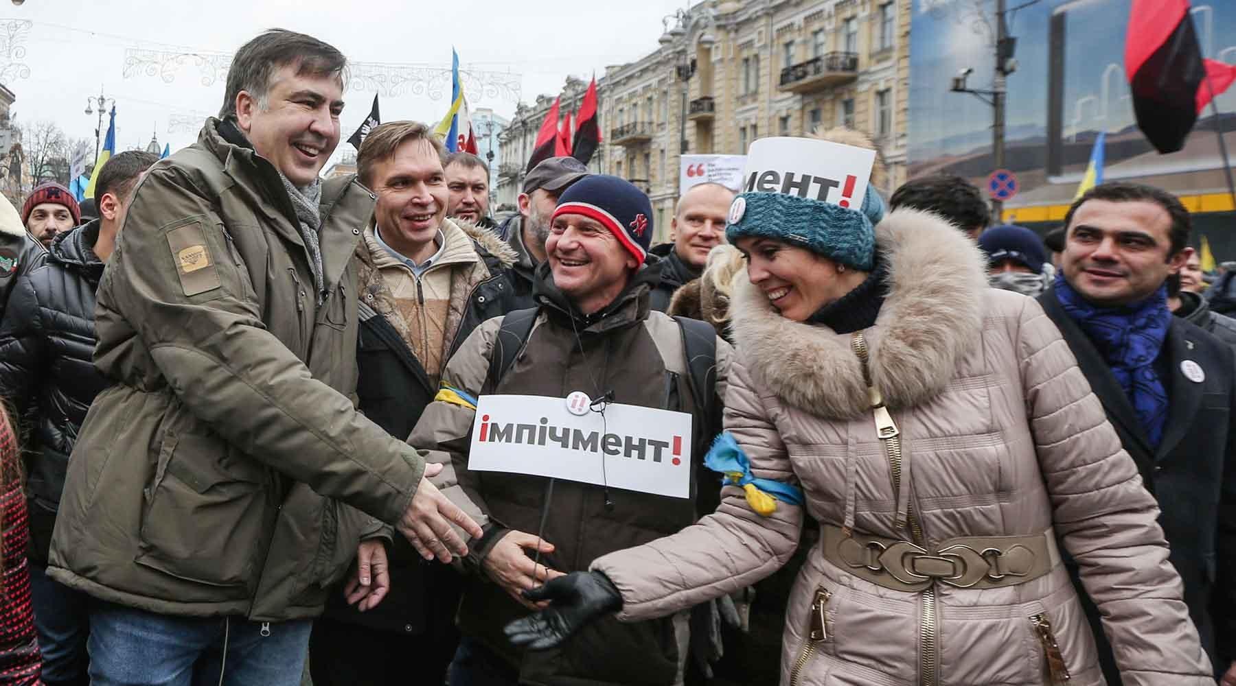 <b>«Распоясавшиеся националисты»</b>: почему украинские радикалы заблокировали здание телеканала в Киеве