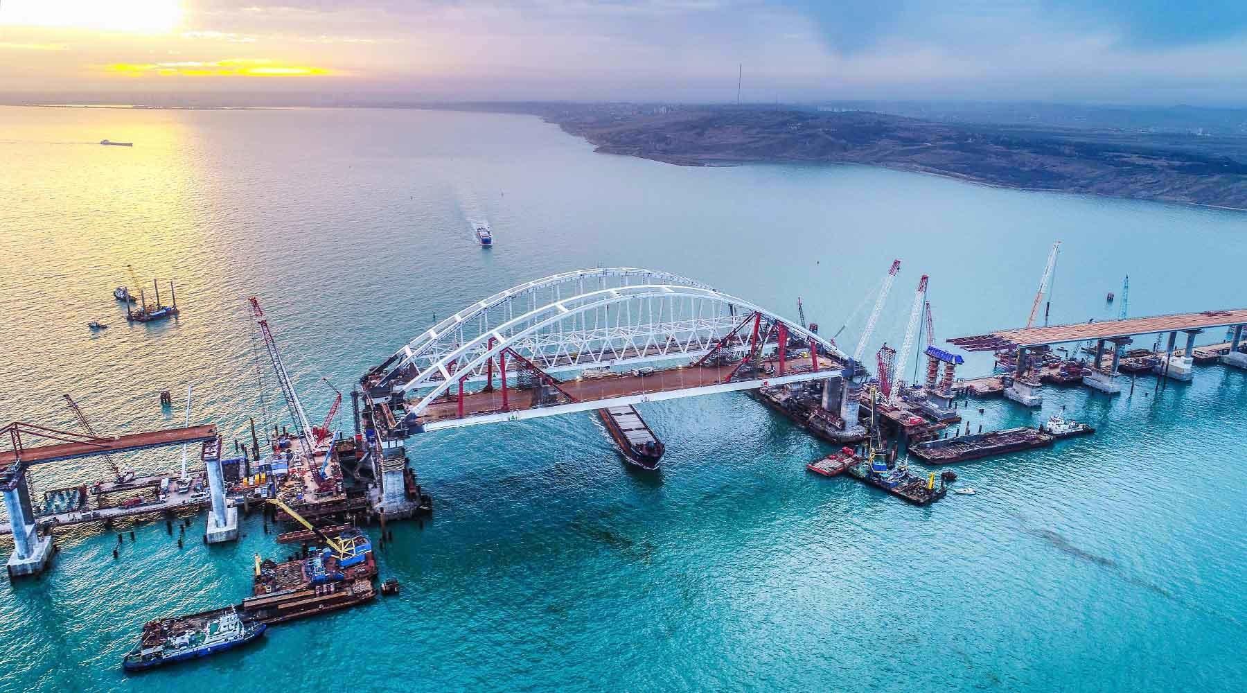 Крепкая опора: мост через Керченский пролив соединит Тамань и Крым до конца года