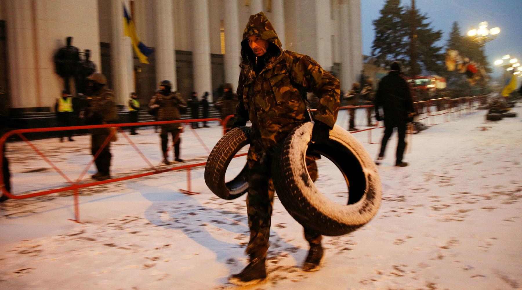 «Неужели опыт вас ничему не научил?»: Саакашвили обратился к Порошенко после нападения силовиков на лагерь у Рады