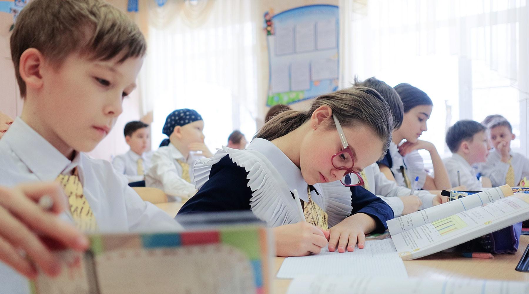 Путь к знаниям: в Госдуме предлагают ввести в школах уроки безопасности на дорогах