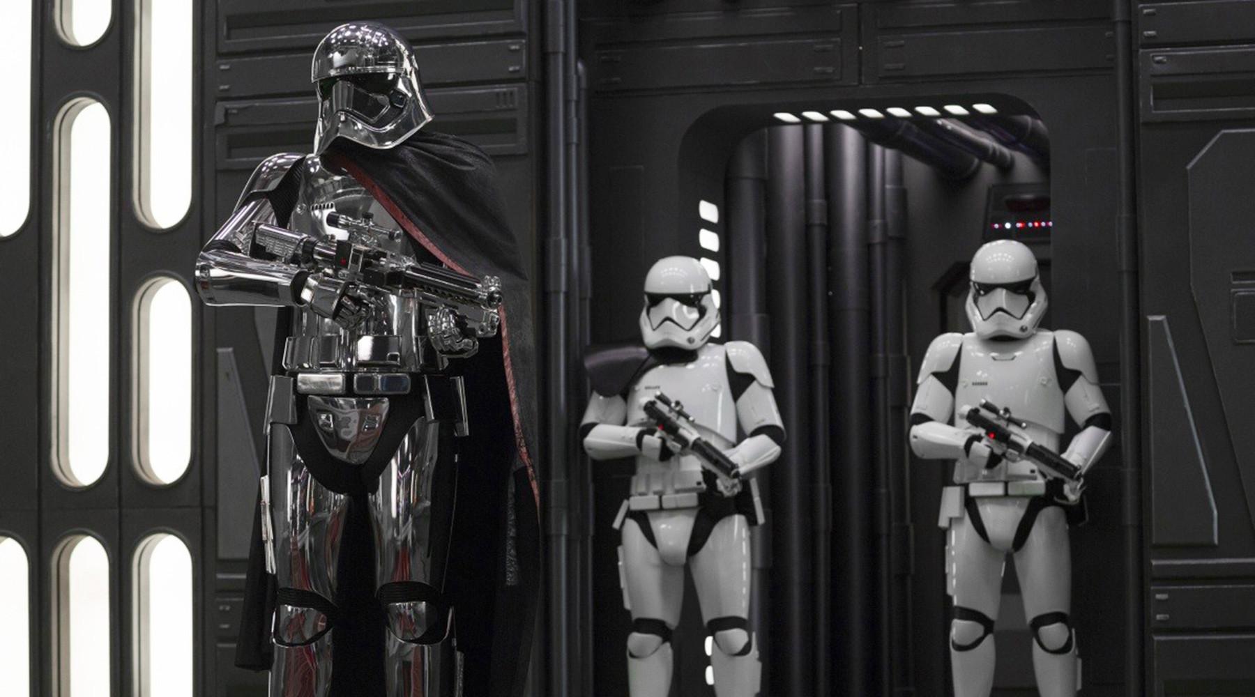 В прокат выходит VIII эпизод «Звёздных войн»