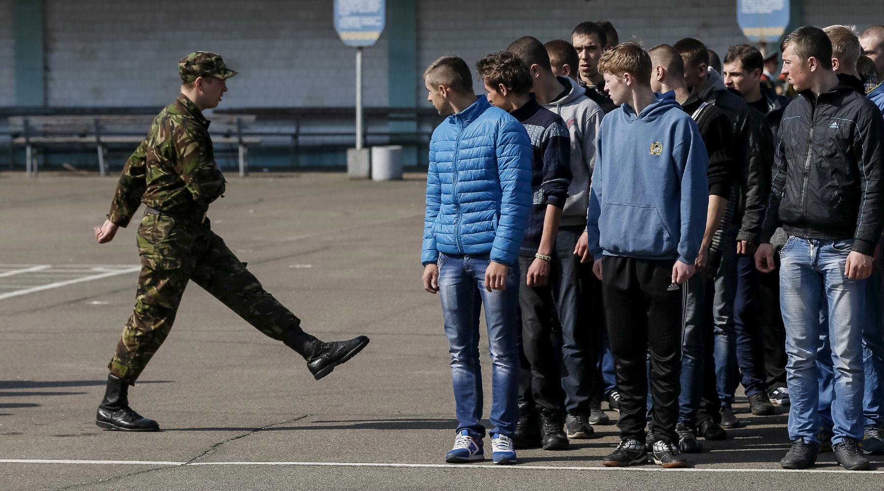 почему украинцы массово уклоняются от службы в армии»