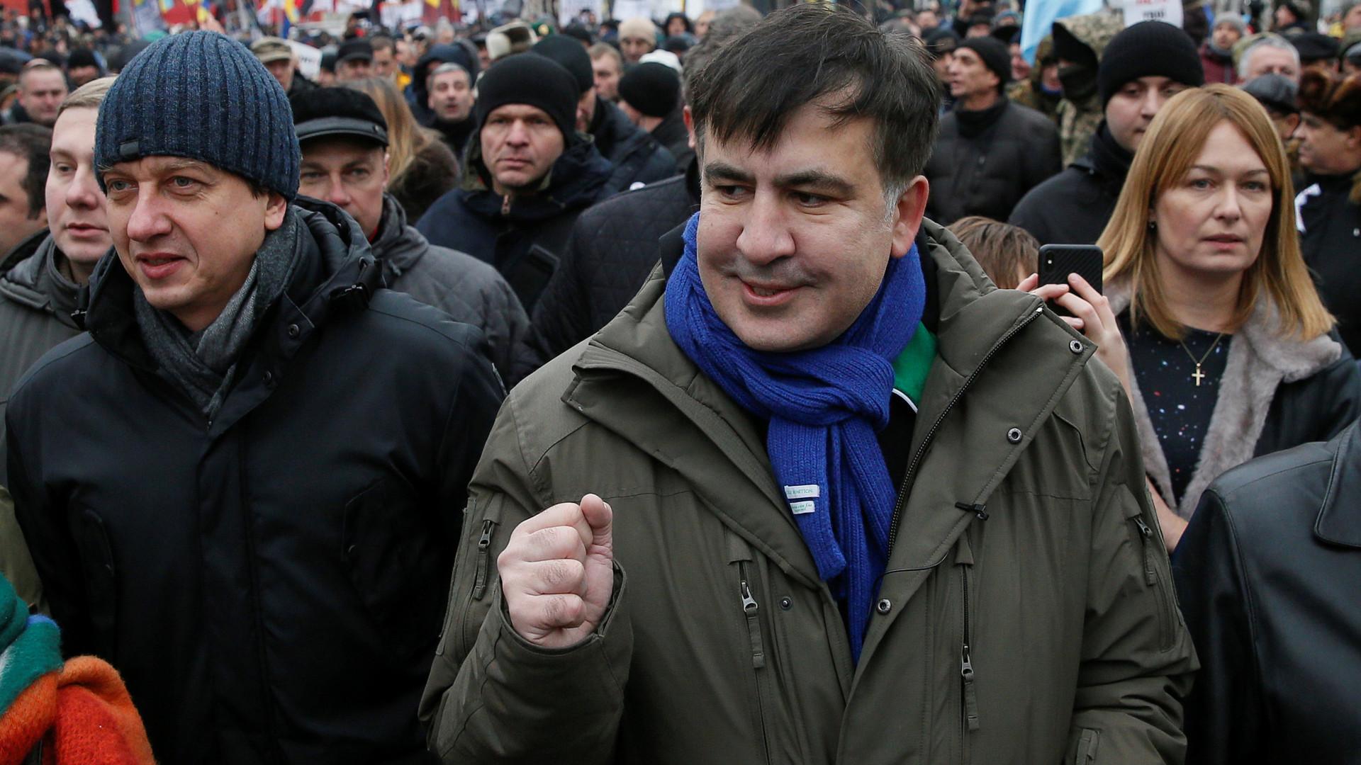 Сторонники Саакашвили выломали двери Октябрьского дворца в Киеве