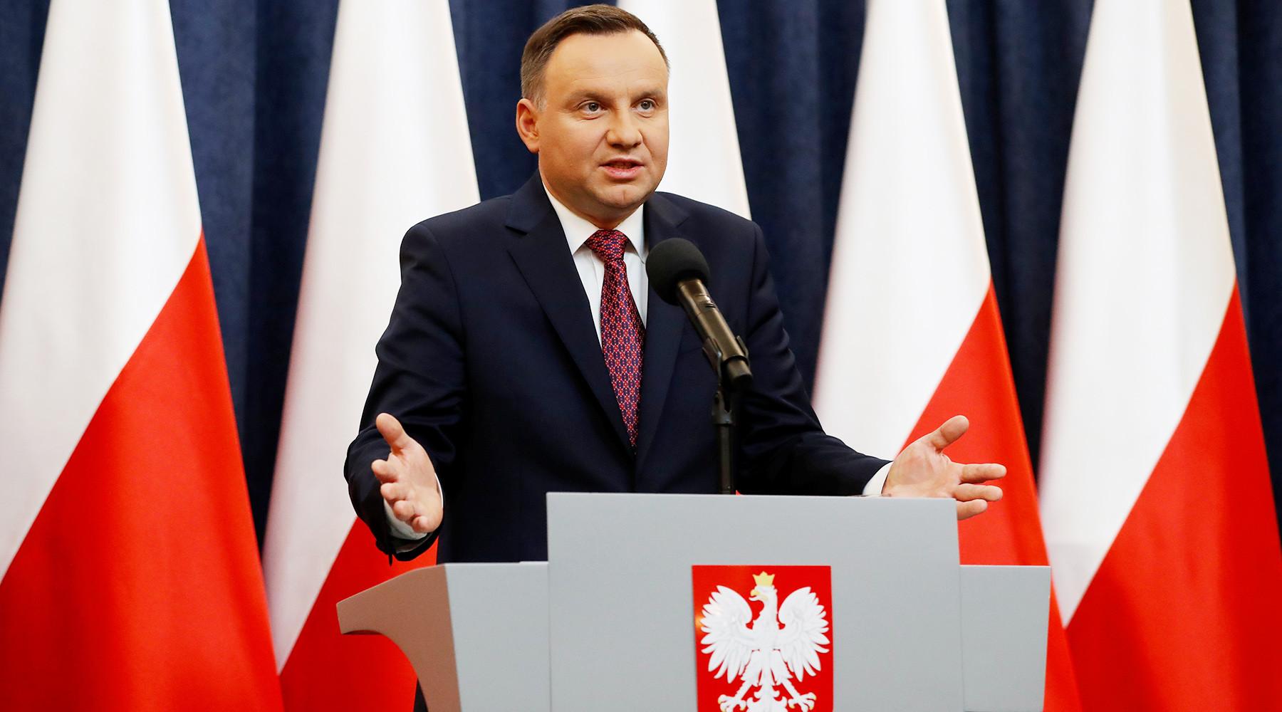Еврокомиссия грозит Польше лишением права голоса в Совете ЕС