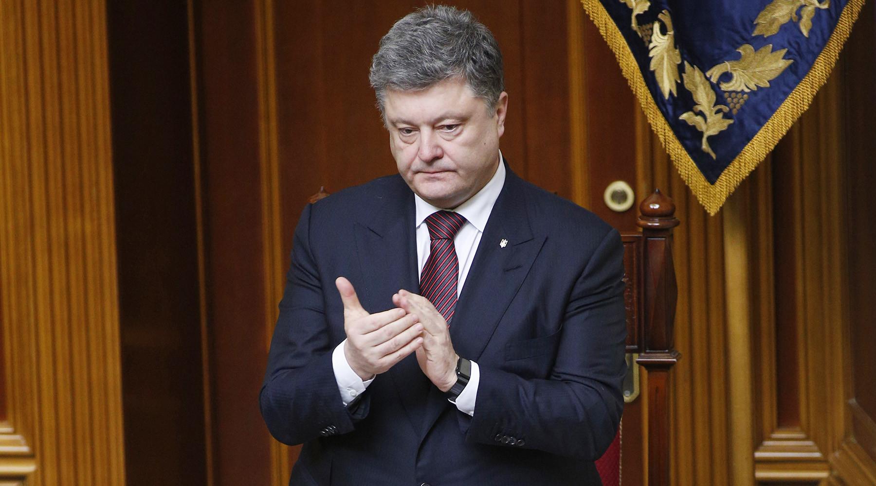 «Подарок наНовый год». Порошенко ожидает оружия отКанады и европейского союза