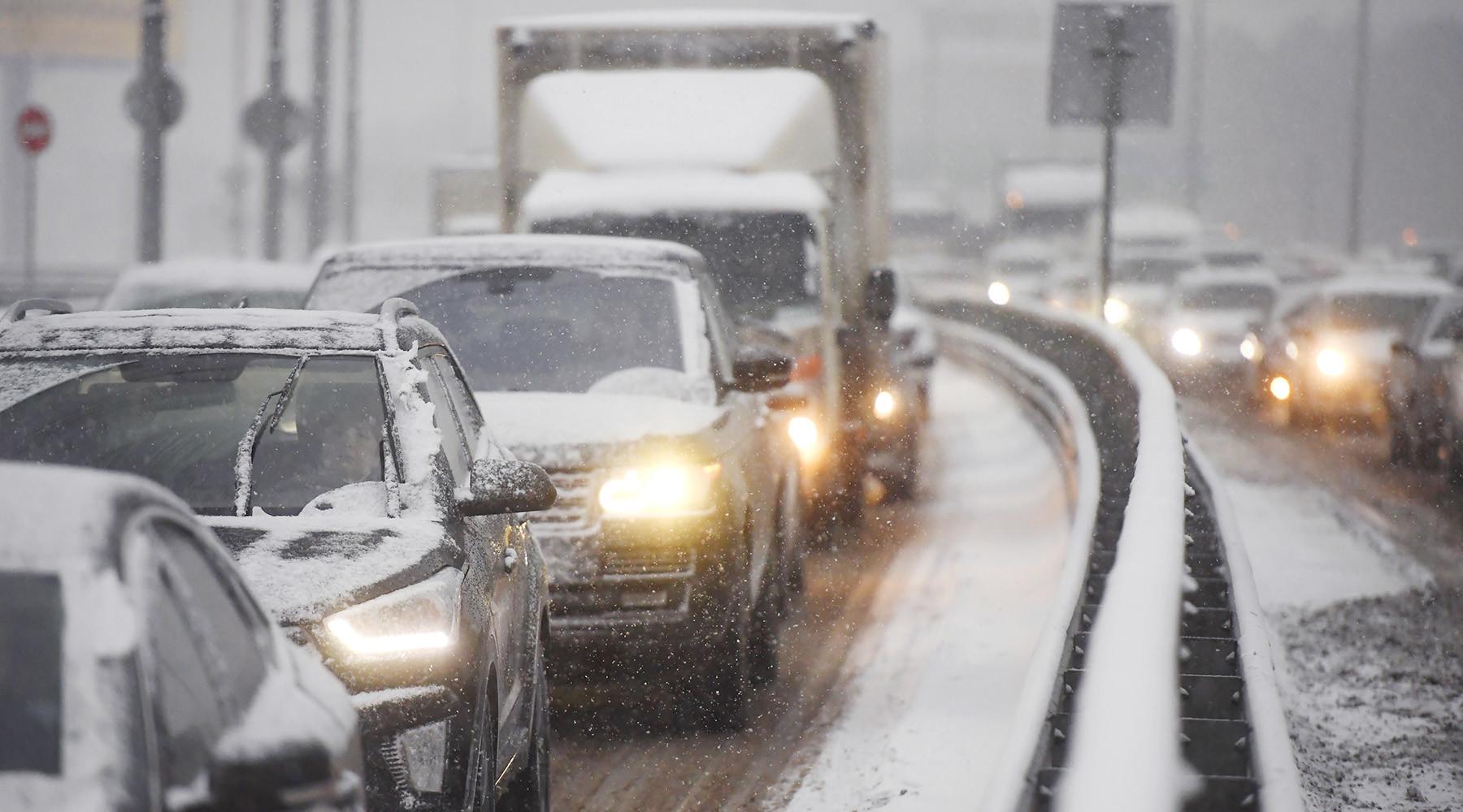 Тысячи машин скопились в20-километровой пробке вПодмосковье