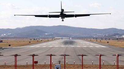 Самолёт-разведчик ВВС США U-2s садится на авиабазе Осан в Пхёнтхэке, Южная Корея