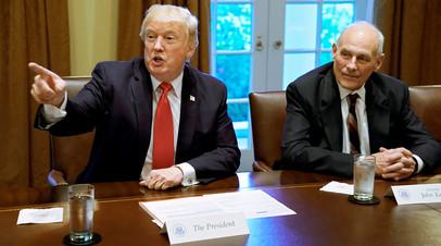 Дональд Трамп c Джоном Келли во время брифинга в Белом доме, Вашингтон