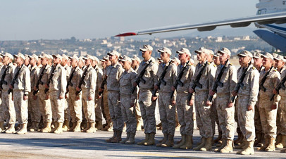 Российские военнослужащие на авиабазе Хмеймим в Сирии