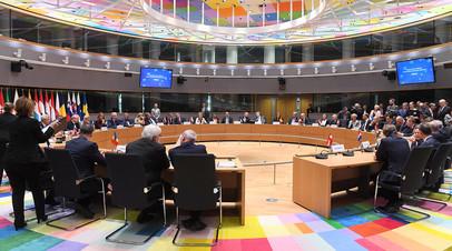 Министры иностранных дел и министры обороны стран Евросоюза на церемонии подписания пакта в сфере обороны, 13 ноября 2017