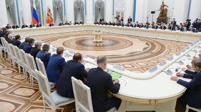 Владимир Путин проводит встречу в Кремле с представителями российских деловых кругов и объединений