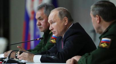 Владимир Путин и Сергей Шойгу на расширенном заседании коллегии Минобороны