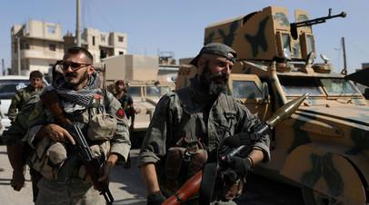 Бойцы Сирийских демократических сил, которым оказывают поддержку США