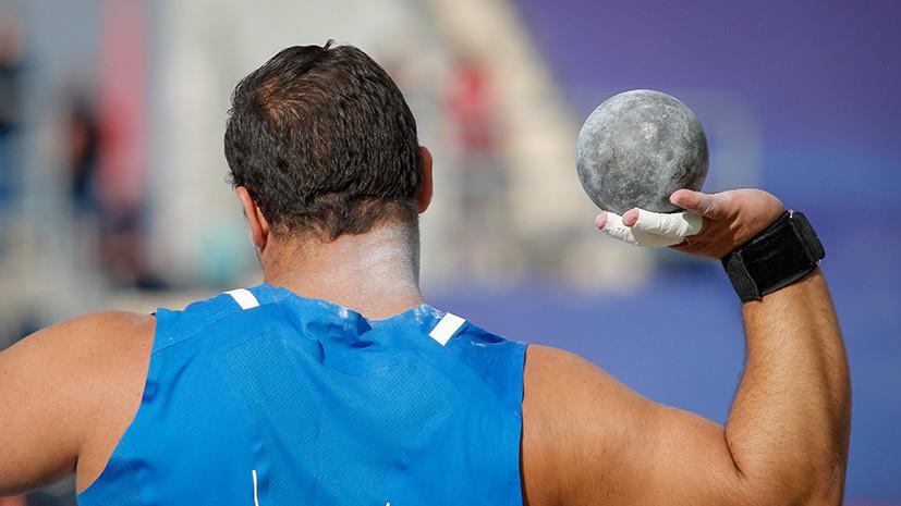 Жестокий удар: в Чехии спортивный судья скончался во время соревнований после попадания ядра в грудь
