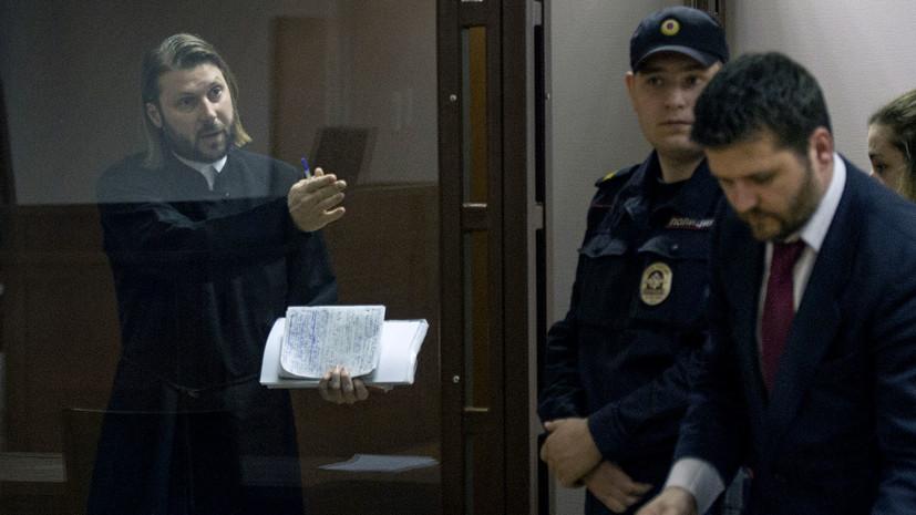 Суд приговорил священника Грозовского к 14 годам колонии за педофилию