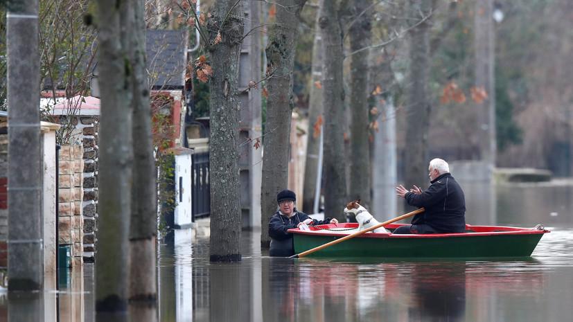 МИД предупредил российских туристов о наводнении в Париже