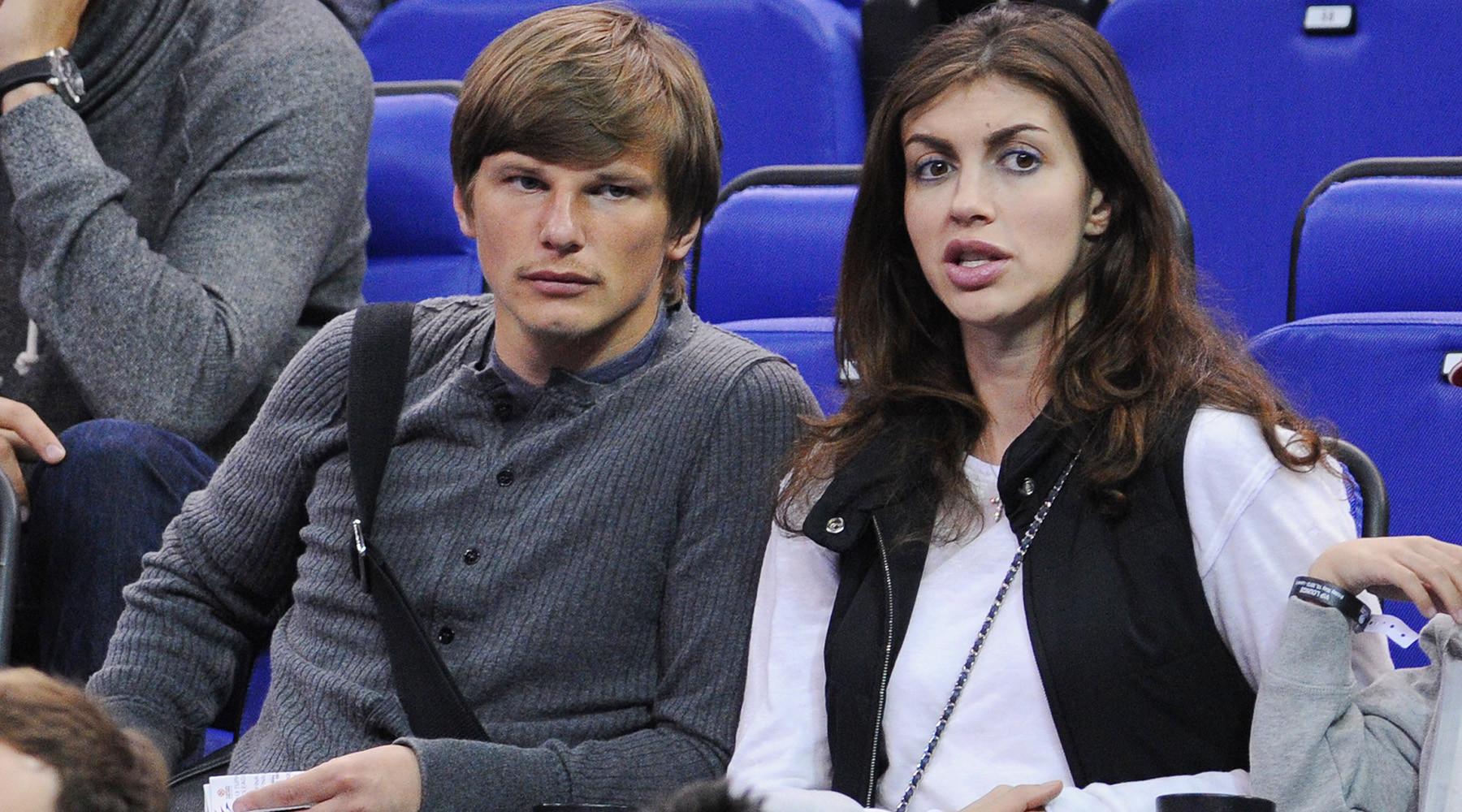 супруга Аршавина опровергла обвинения казахстанской модели в угрозах