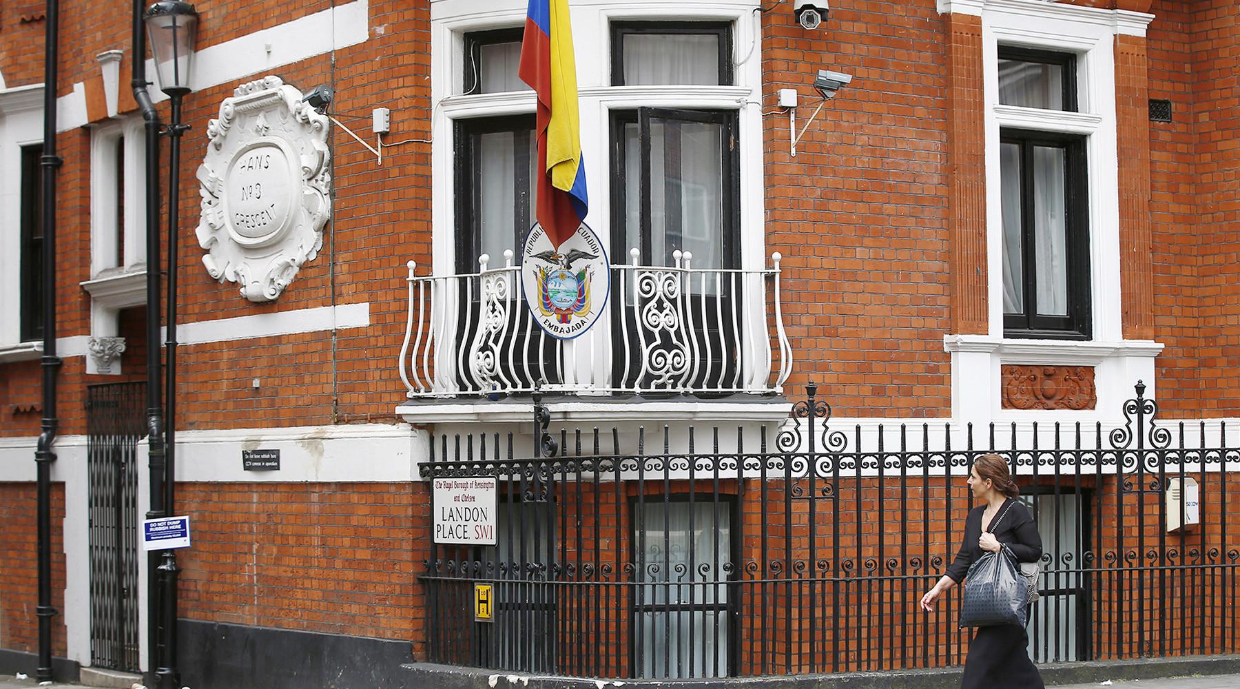 Ассанж начал процедуру получения гражданства Эквадора