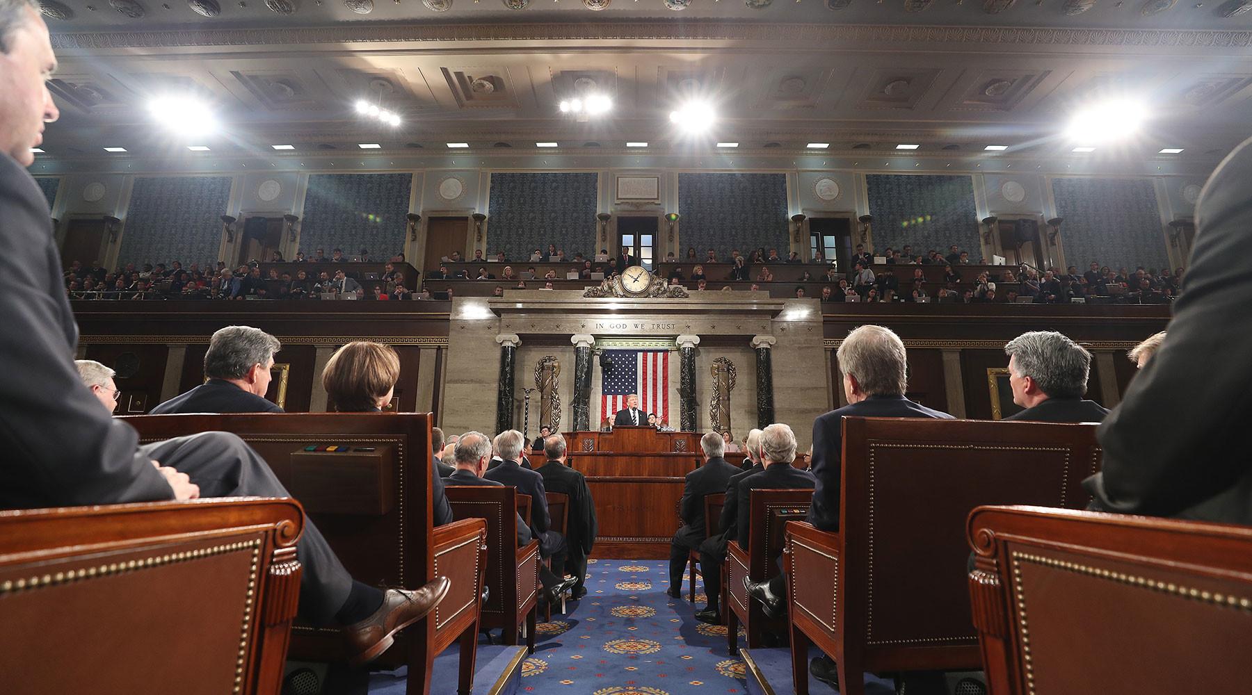 Американские сенаторы обвинили Россию в «нападении на демократию»