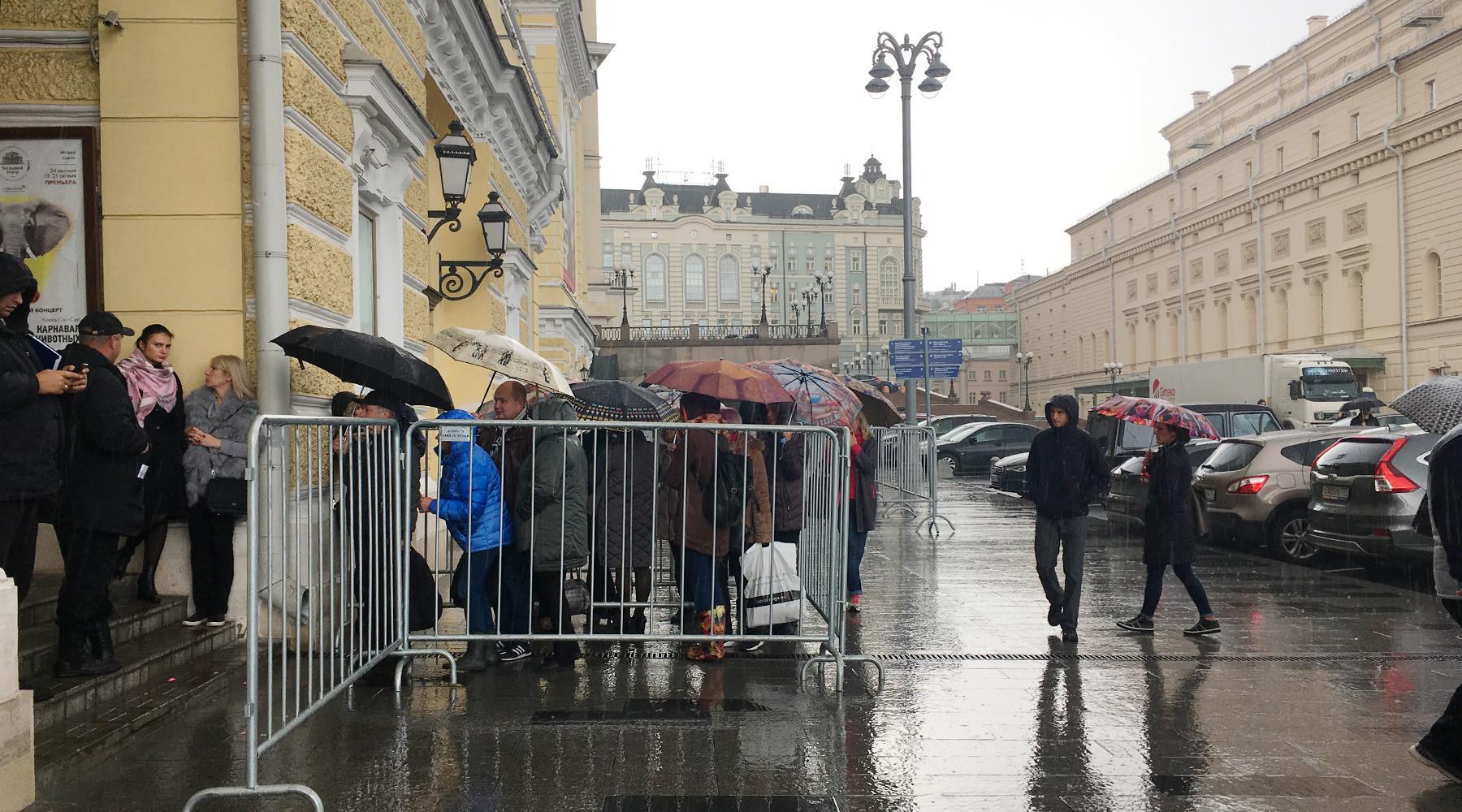 Как сотрудники RT покупали билеты на балет «Щелкунчик» в Большой театр