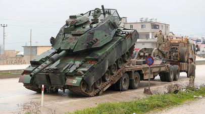 Выгрузка турецкого танка вблизи сирийской границы