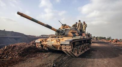 Танк турецкой армии во время военной операции «Оливковая ветвь»