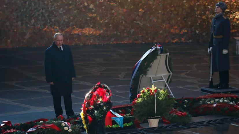 Путин возложил цветы на Мамаевом кургане