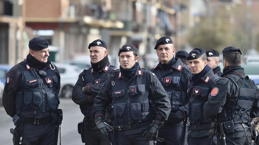 В Италии в городе Мачерата неизвестные устроили стрельбу из автомобиля