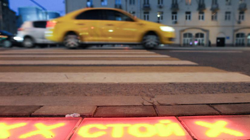 В Петербурге после наезда автомобиля госпитализированы три человека