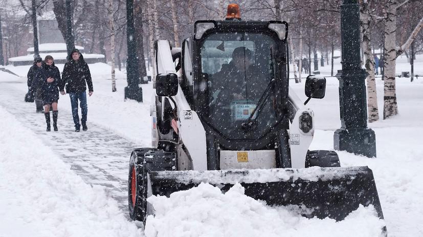 Число пострадавших из-за сильного снегопада в Москве возросло до пяти
