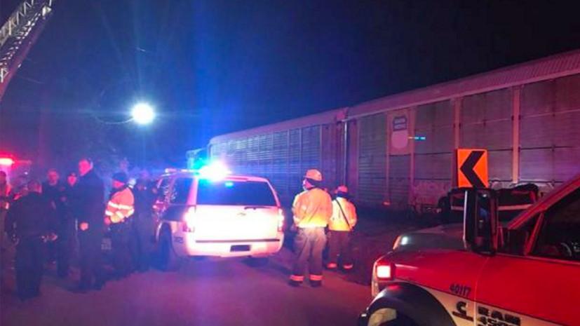 В США пассажирский поезд столкнулся с грузовым составом