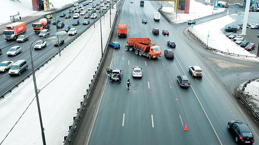 В ГИБДД Москвы сообщили о росте числа мелких аварий за последние три дня из-за погоды