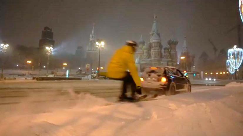 Устроивший заезд по центру Москвы лыжник рассказал о своей «молниеносной поездке»