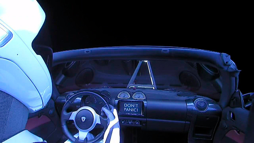 Tesla Илона Маска движется к поясу астероидов по гелиоцентрической орбите