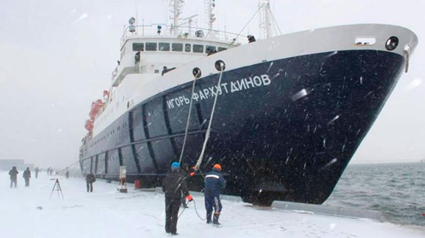 Теплоход «Игорь Фархутдинов» прибыл в Корсаков после освобождения из льдов Охотского моря