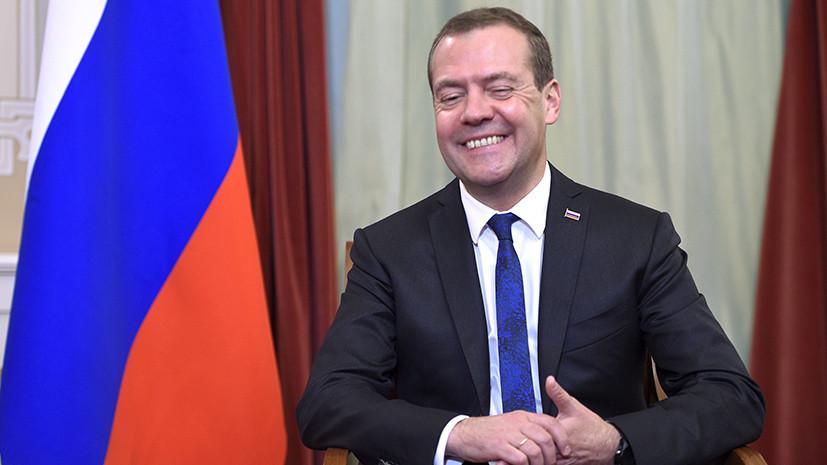 Медведев поздравил российских фигуристов с серебром ОИ-2018 в командных соревнованиях