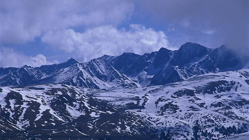 При сходе лавины во французских Пиренеях погибли три человека