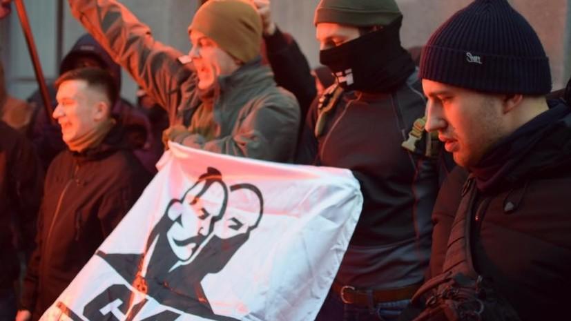 «Полиция не вмешивалась»: украинские националисты устроили погром в здании Россотрудничества в Киеве