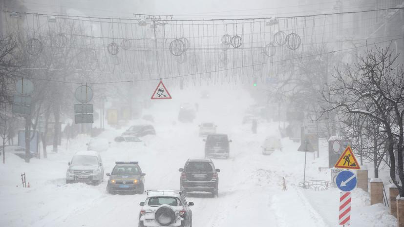 Украинцев предупредили о возможной остановке движения транспорта из-за непогоды