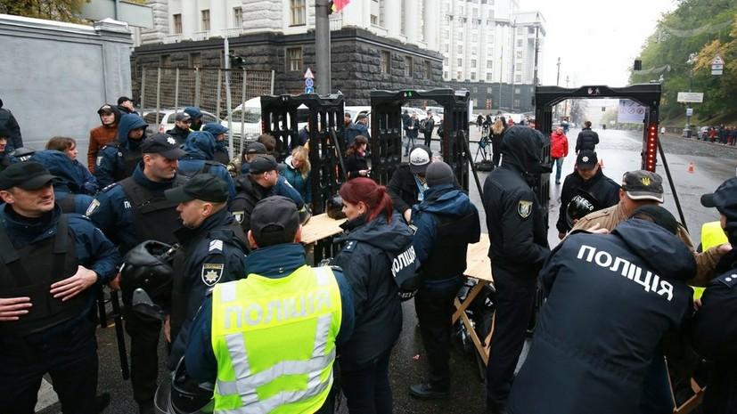 В столкновениях с протестующими у Рады пострадали 10 полицейских